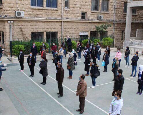 Instruktionen auf der Geländer der Emanuel-Gemeinde in Aleppo