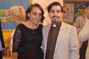 Die Leiterin des Internats in Anjar Nanor Kelenjian-Akbasharian zusammen mit ihrem Mann Pastor und Schulleiter in Anjar Hagob Akbasahrian. Hier bei Feierlichkeiten im Jahre 2017